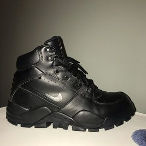 Nike Boots Women's Size 10